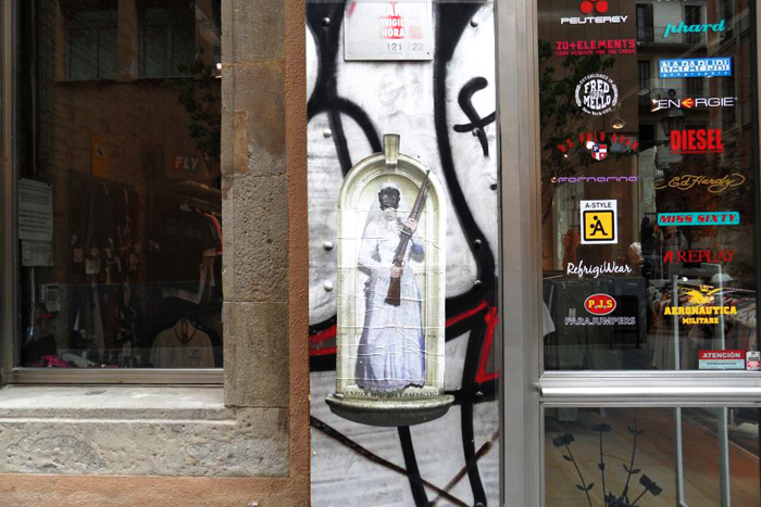 Bride Idol stands guard in Barcelona by Enzo & Nio (Photo by Lula Canelafina)